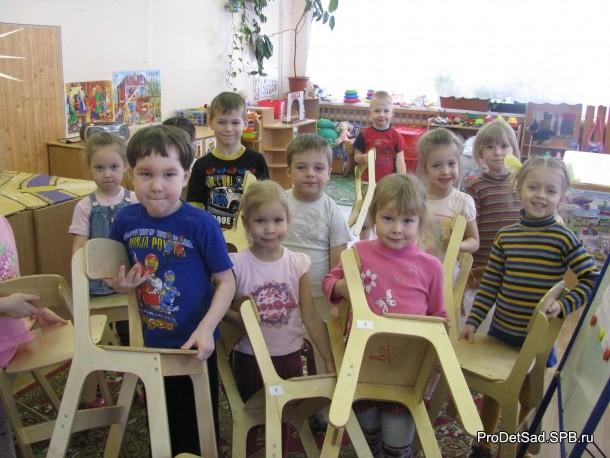 стулья и дети