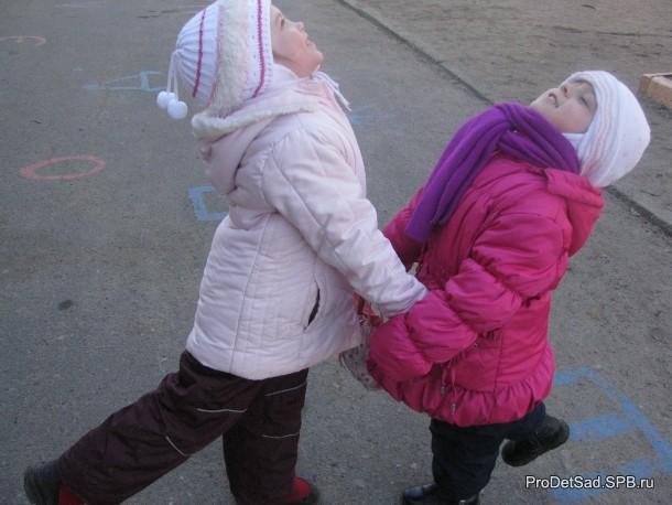 танец на прогулке