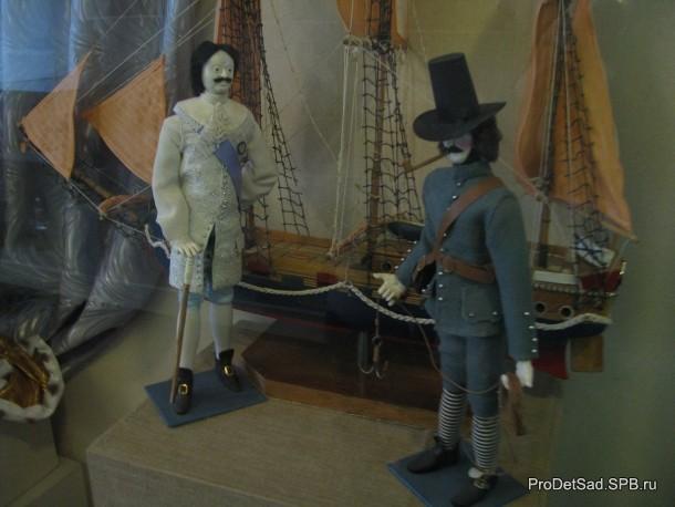 Петр первый в музее кукол