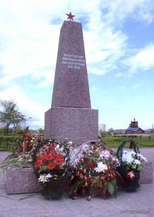 Памятник павшим во время ВОВ на проспекте Ветеранов