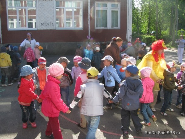 круги детей с цветами