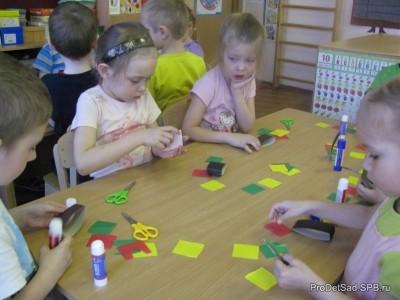 Аппликация и лепка в старшей группе детского сада