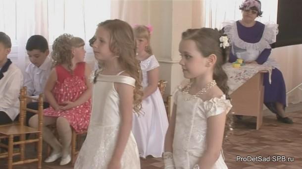 девочки читают стихи