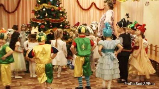 танец детей вокруг ёлки