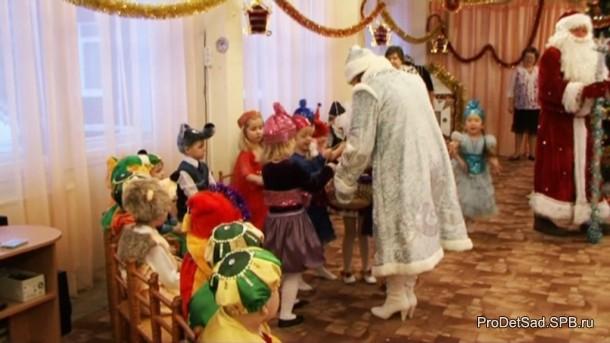 Снегурочка и девочки - Конфетки
