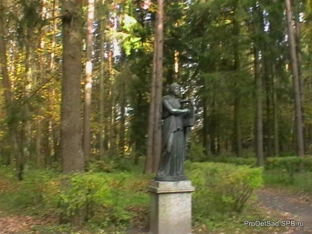 скульптура с лирой