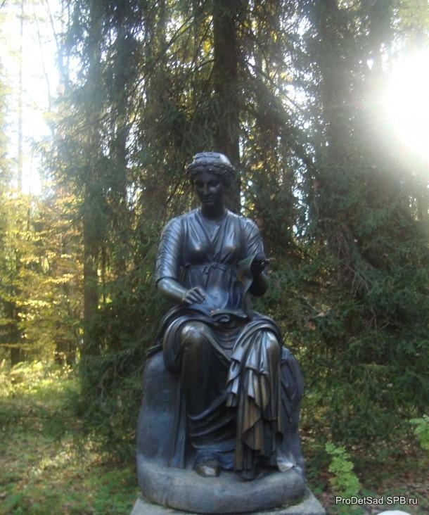 дама со свитком Павловск