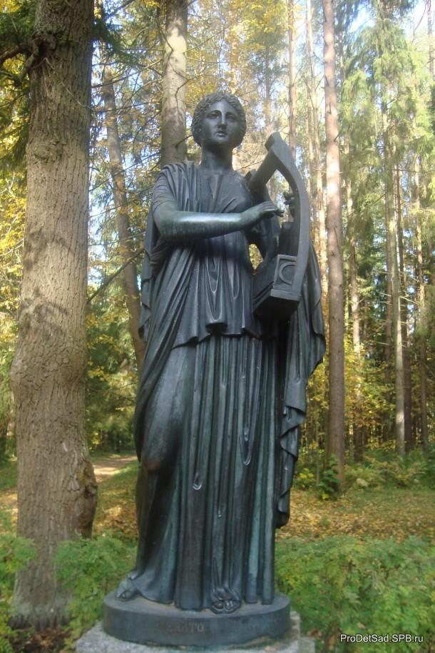 Скульптура с лирой Павловск