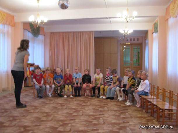 дети в музыкальном зале