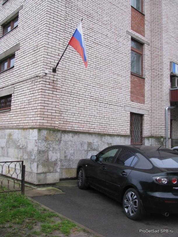 флаг России на здании