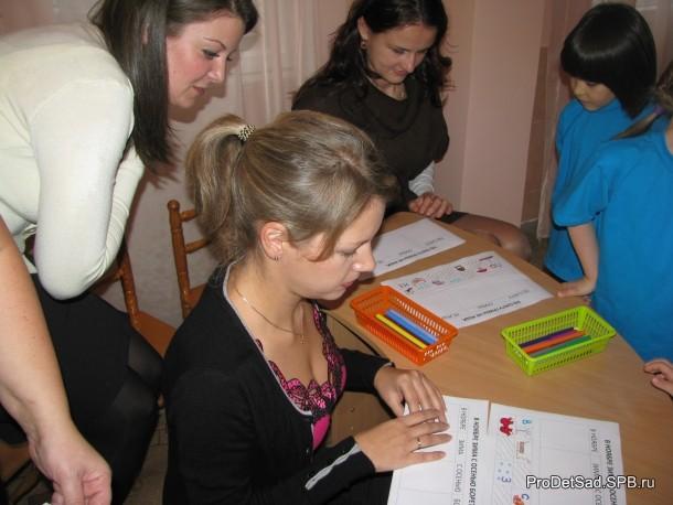 родители и дети рисуют пословицы