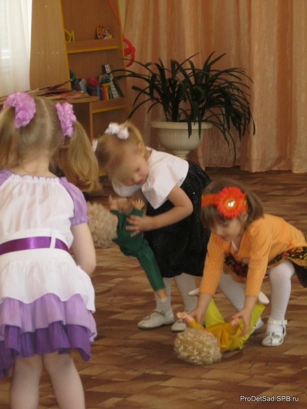 девочки с куклами