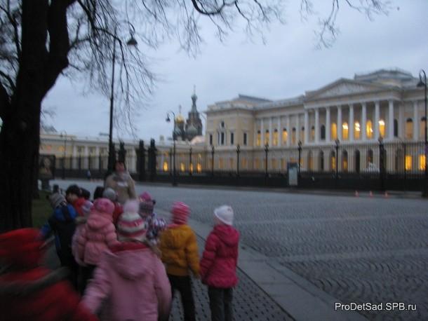 Дети у Русского музея