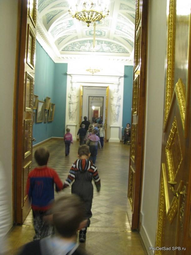 дети в залах музея 2