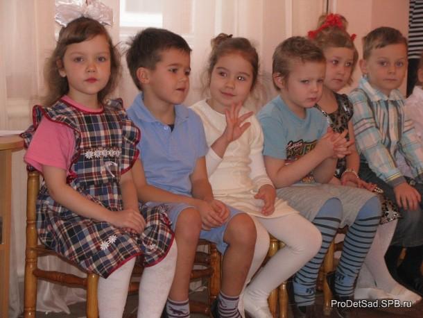 Дети слушают стихи