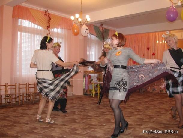 Мамы - пчелки танцуют цыганочку