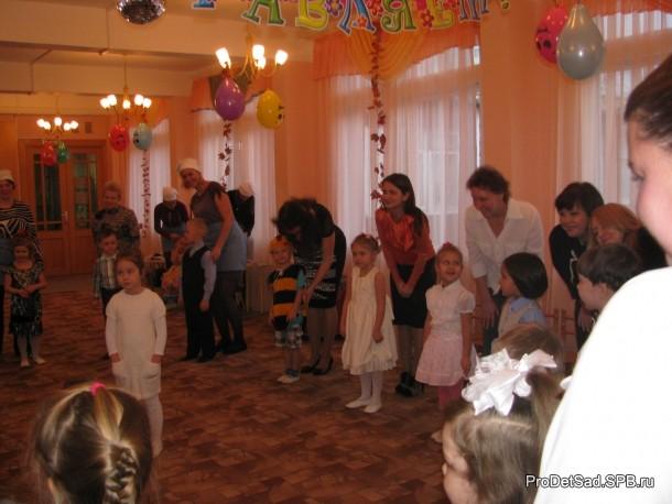 танец всех детей с мамами