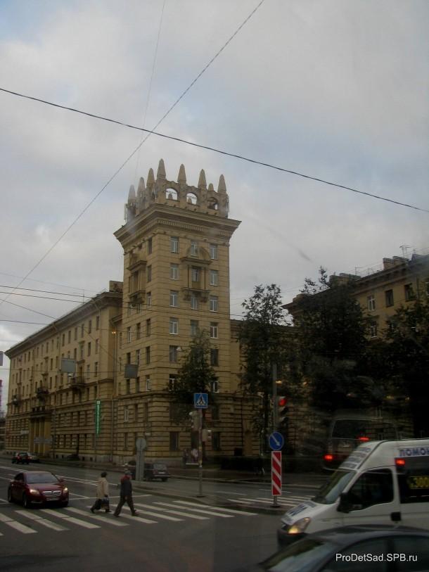 Дом с башнями