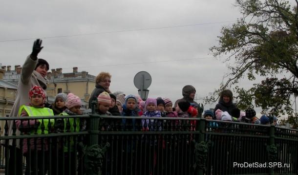 дети у Инженерного замка
