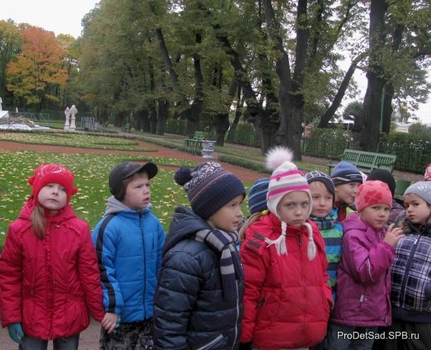 Партер - дети у фонтана