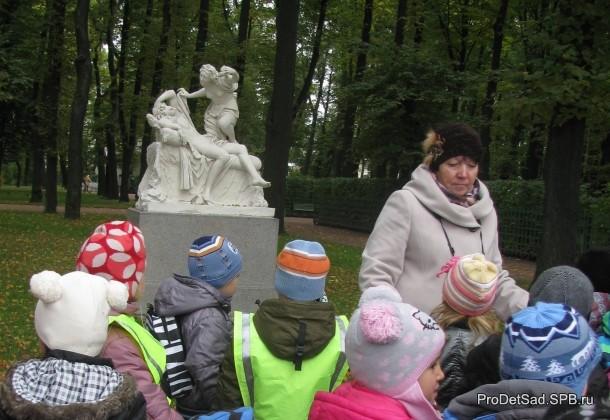 Летний сад дети у скульптуры