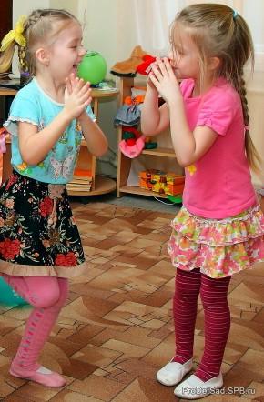 Дочки - стихотворение для выступления мамы на празднике в детском саду