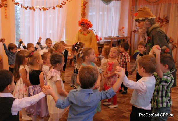 На празднике Осени в детском саду